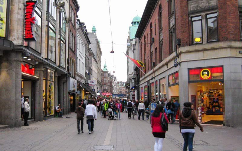 Stroget'te Yürüyüş ve Alışveriş