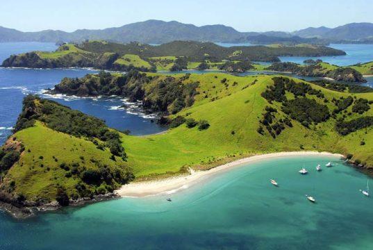 Yeni-Zelanda-Gorulecek-Yerler-Adalar-Koyu